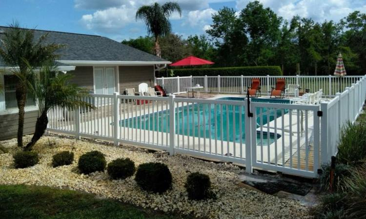 Pool Fencing – Choosing the Right Kind
